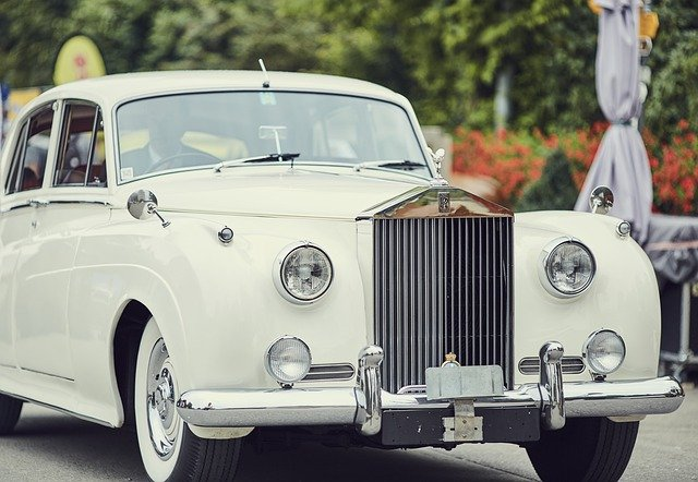 4 Reasons to Order a Limo for Your Wedding Day